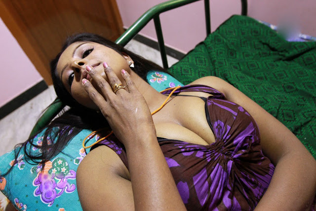 Hot Sumitha Actress Cleavages