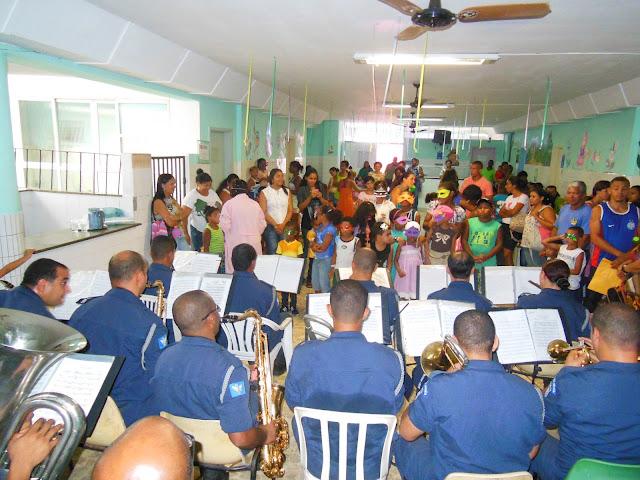 Banda de Música da Guarda de Salvador alegra crianças no Hospital Martagão