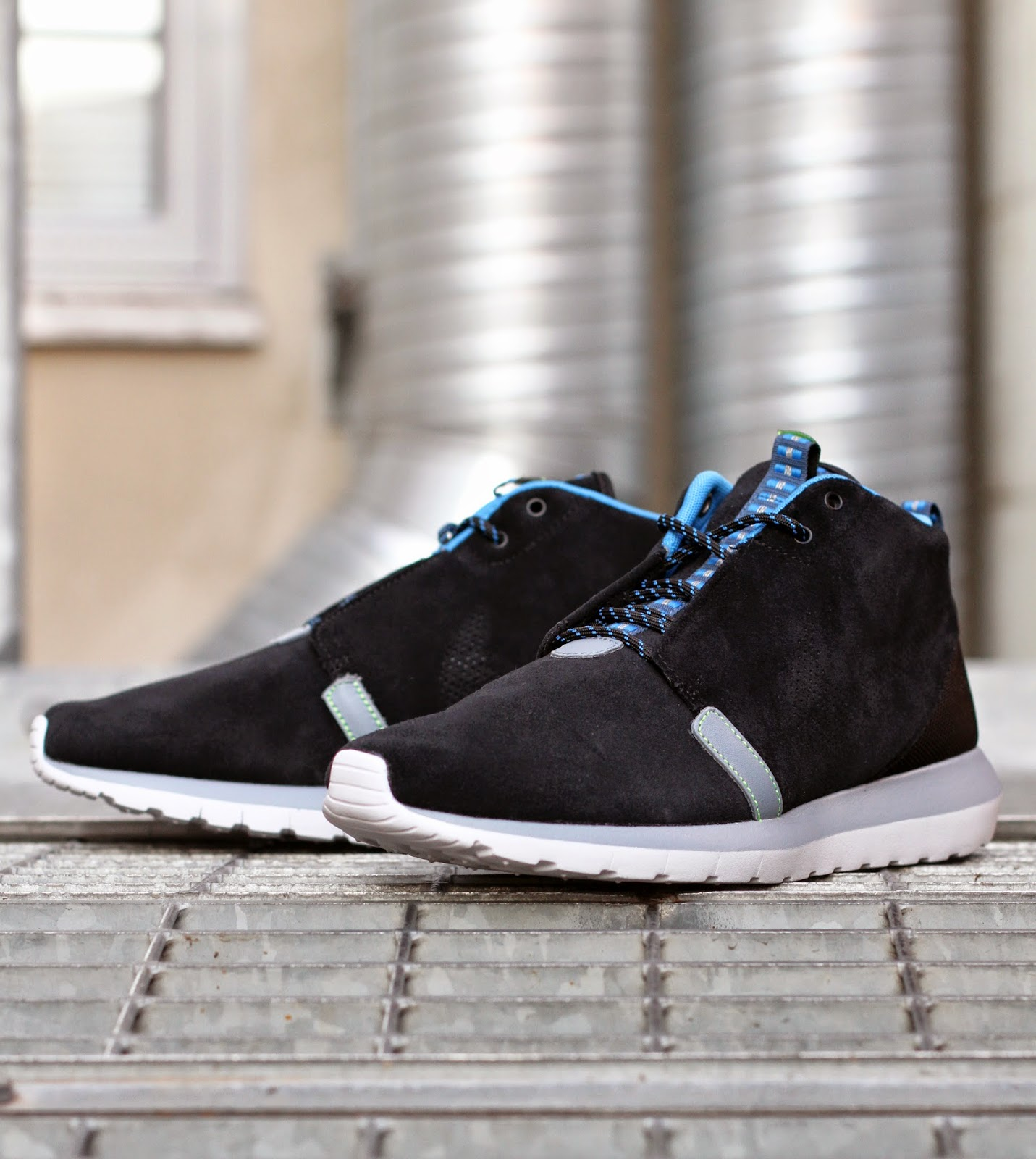 http://www.footish.se/sneakers/nike-rosherun-nm-sneakerboot