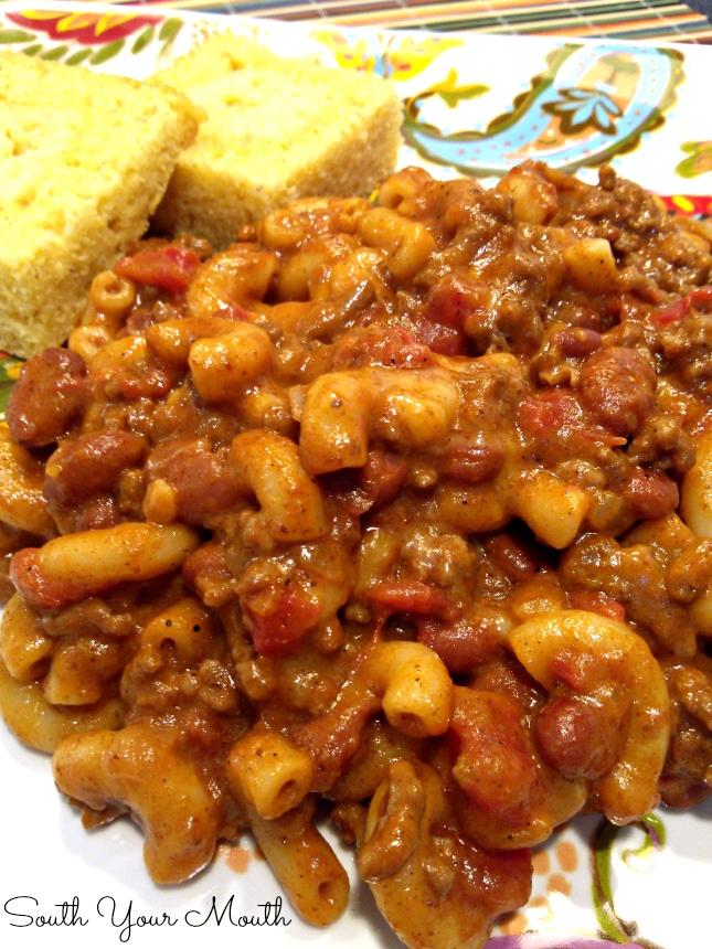 easy Chili Mac with ground beef, chili beans and seasoning, macaroni ...