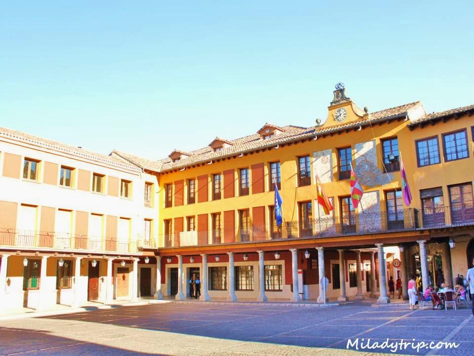 Baños Arabes Tordesillas:La Plaza Mayor : típica plaza castellana con soportales y de