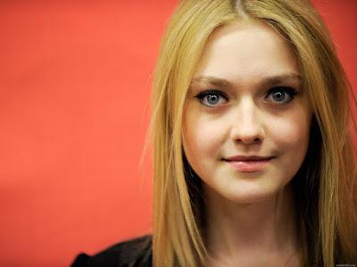 American Actress Dakota Fanning Wallpaper