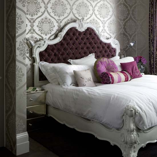 luxury damask wallpaper design for your bedroom decorating. Black Bedroom Furniture Sets. Home Design Ideas