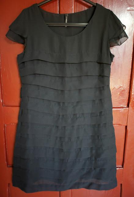 vestido_preto_babados_cea
