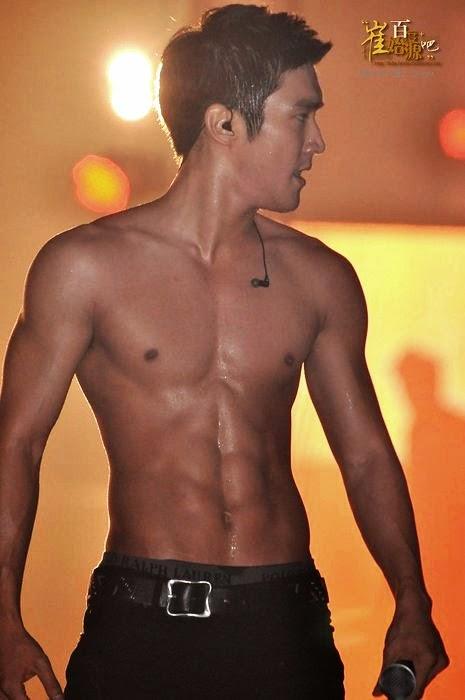 Siwon Shirtless on Stage