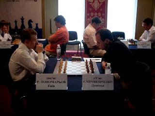 Echecs à Kiev : Ruslan Ponomariov (2754) 1-0 Evgenij Miroshnichenko (2651) - ronde 3 © photo Chess & Strategy