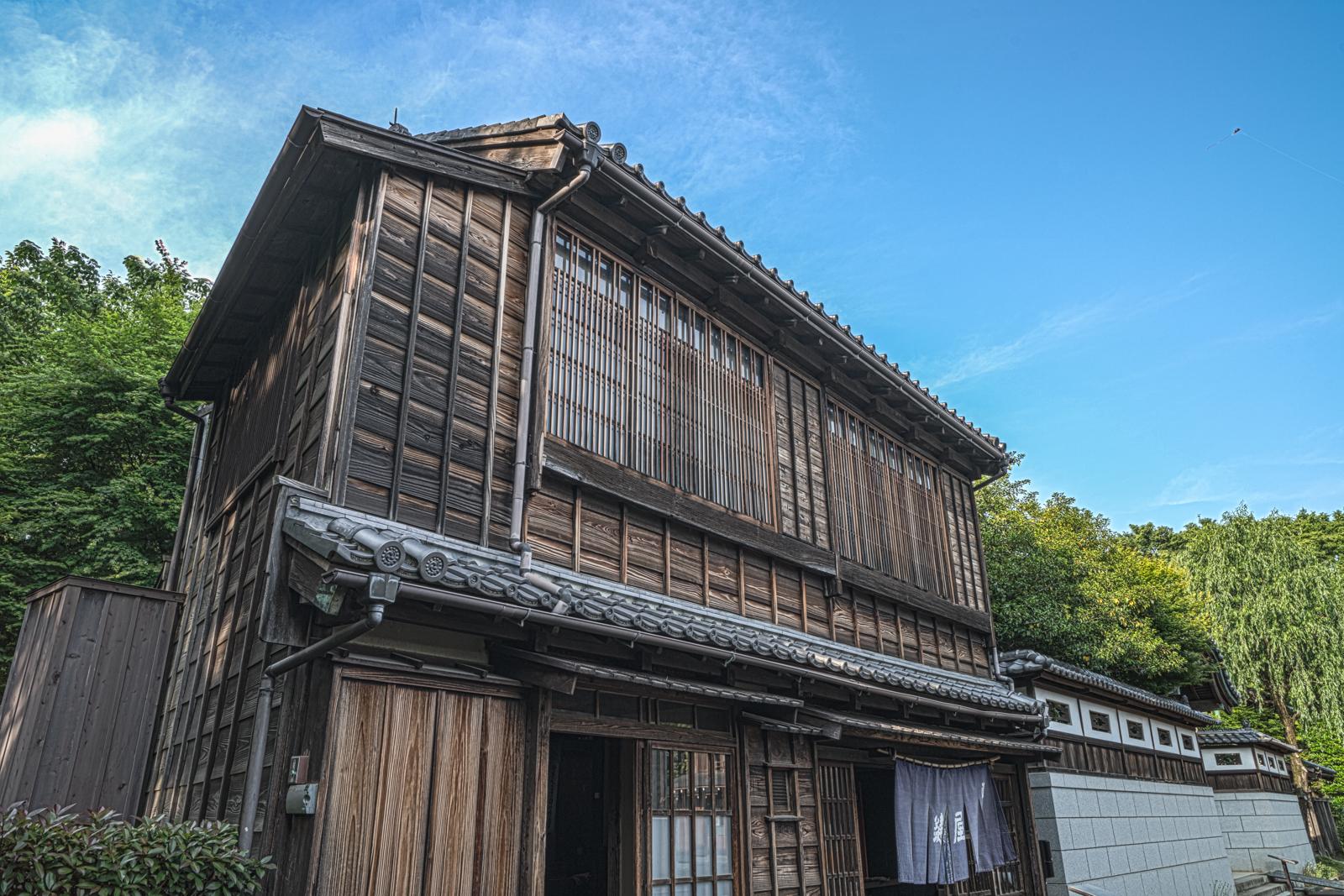 江戸東京たてもの園、鍵屋(居酒屋)を横から撮影したHDR写真