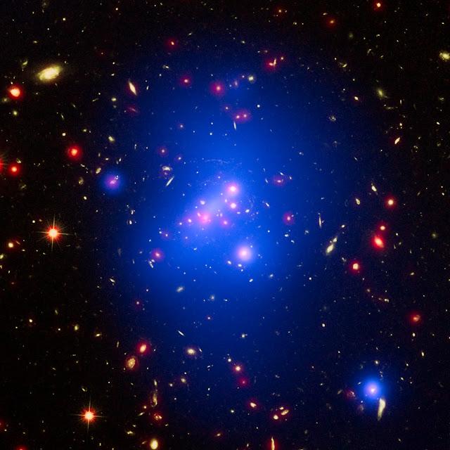 IDCS 1426 - Một cụm thiên hà nặng ký. Bản quyền hình : NASA, ESA, and M. Brodwin (Đại học Missouri).