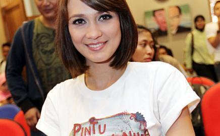 arlunerz indonesia: Rambut Pendek, Luna Maya Ingin Seperti Artis Korea