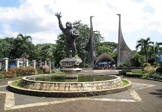 Gerbang pintu masuk Kebun Binatang Ragunan