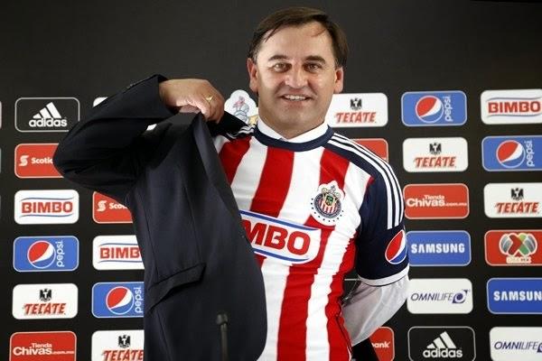 Presentación de Carlos Bustos como nuevo director técnico del club Chivas Rayadas del Guadalajara para el torneo Apertura 2014 de la Liga MX del futbol mexicano de México | Ximinia