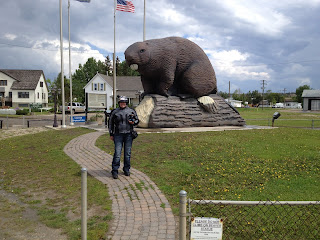 Rita meeting the Beaverlodge Beaver