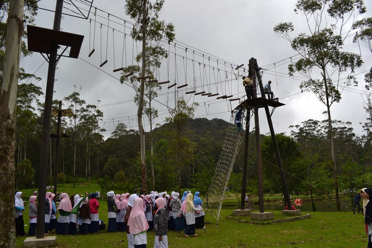 Kunjungan Ponpes Putri At-Taqwa Bekasi ke Kampung Cai Rancaupas Ciwidey