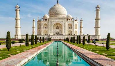 Monumen Taj Mahal di Agra, India