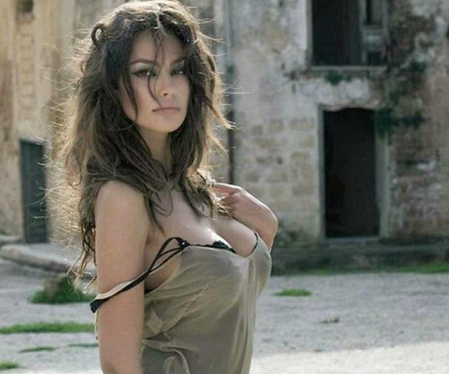 Amanda Scarano Nude Photos 8