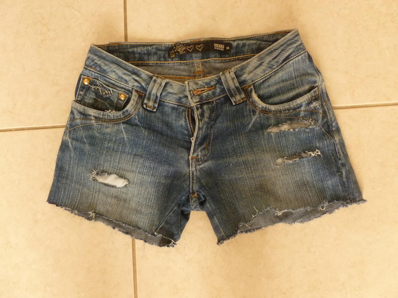 calça cortada em short jeans e desfiada
