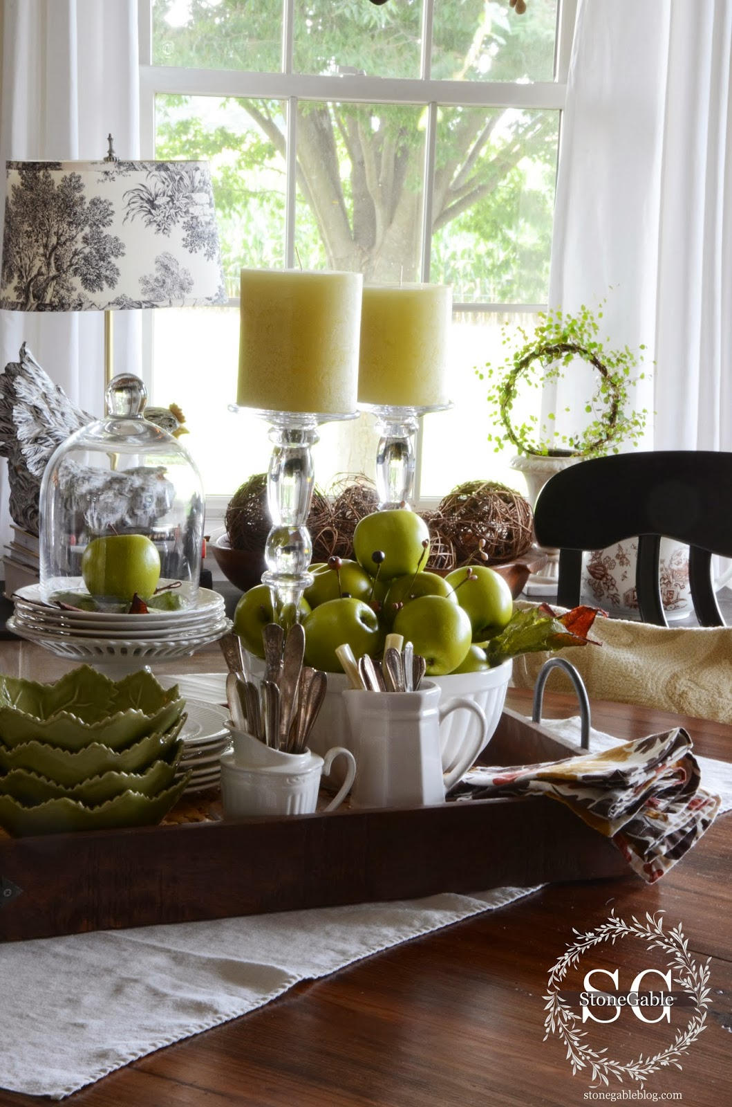 tips for creating a kitchen table vignette