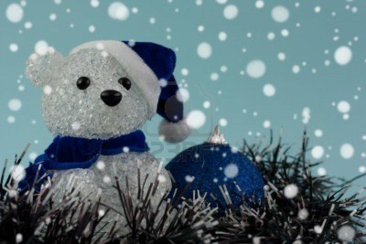 8179878-christmas-teddy-bear-and-bauble-