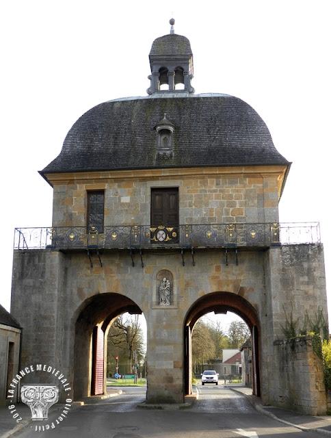 LANGRES (52) - Vierge à l'Enfant (XIVe siècle) de la Porte des Moulins