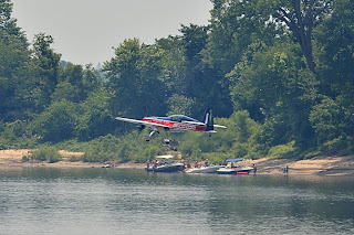 picture of Jim Weber in MXS at the Evansville Freedom Festival flying just above the river