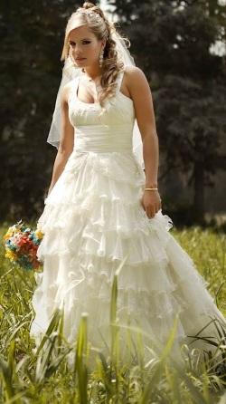Alejandra Baigorria luciendo vestido de novia
