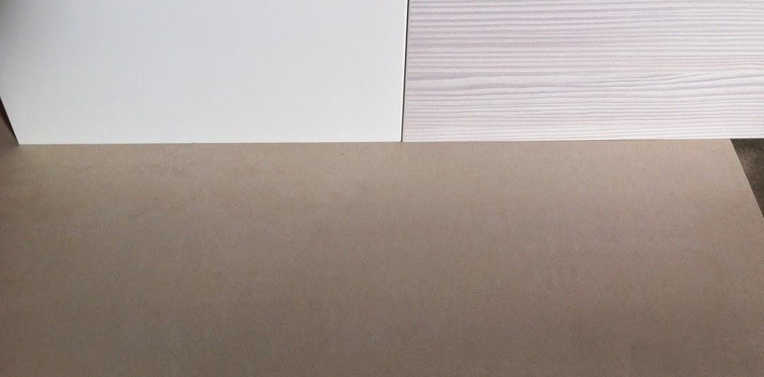 Es Ist Erstaunlich Wie Je Nach Lichteinstrahlung Die Farbe Einer Fliese  Unterschiedlich Wirkt. Auf Dem Musterquadratmeter Mit Sonneneinstrahlung  Sandfarben ...