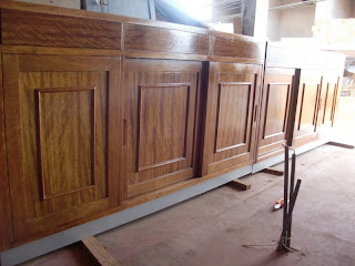 Decoraciones manualidades en madera tecnicas para for Pintar muebles barnizados