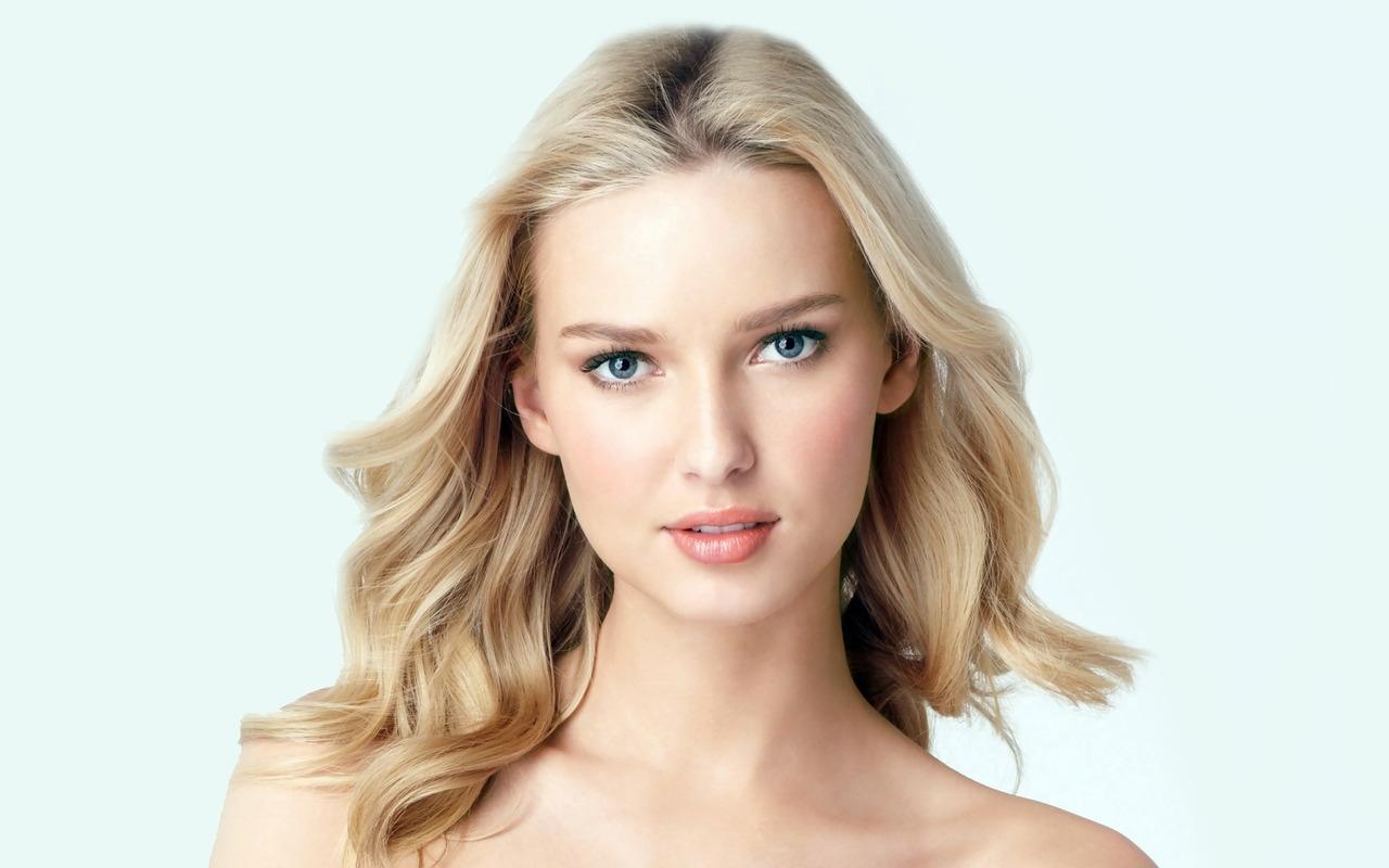 http://2.bp.blogspot.com/-kTk1jbPO29M/T4RbUmlRfaI/AAAAAAAAYmA/lfg5904Xf5Q/s1600/Adriana-Cernanova-Eyes-by-hqwallpaper.in.jpg