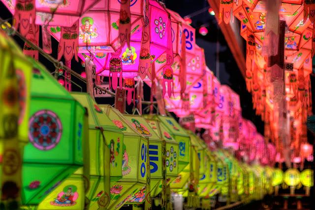 gia ve may bay di han quoc - Đèn lồng nhiều màu ở chùa Samkwang