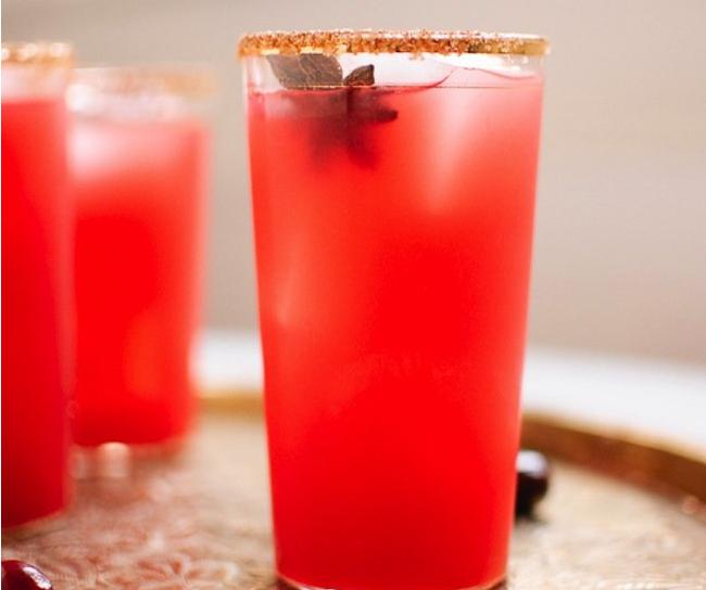 http://www.skinnymom.com/2014/06/05/fresh-cranberry-margaritas/