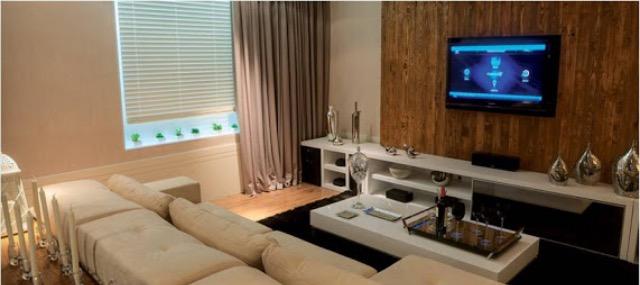Decora o painel e rack para sala de tv artes da mel for Sala de estar pequena con escritorio