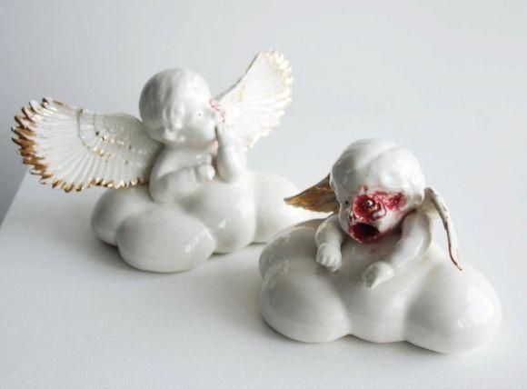 Maria Rubinke esculturas porcelana surreais sangue crianças macabras Bibelôs com anjinhos macabros