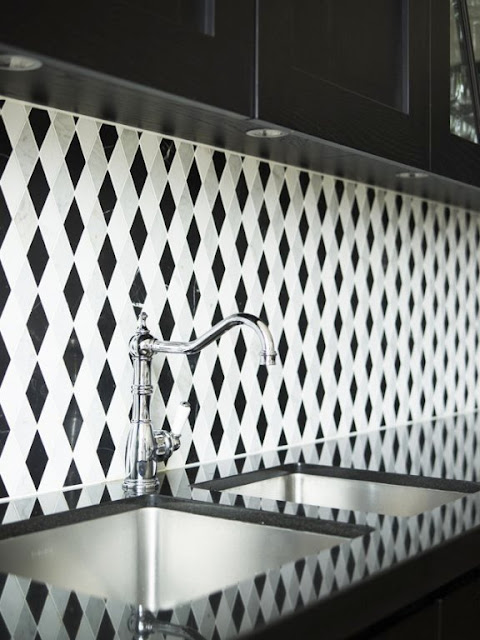 Close up of the bold trellis pattern black and white backsplash
