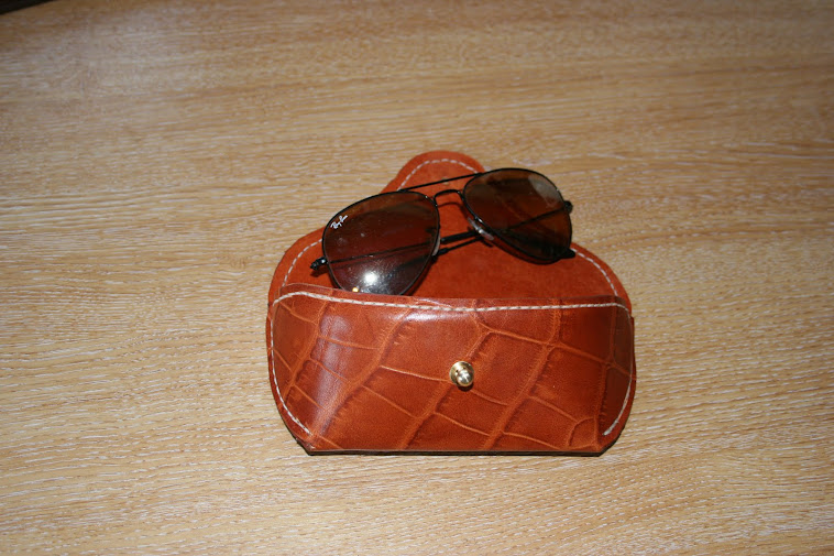 Case for Ray-Ban Aviator /Wayfarers . Lined with pigskin or chamois.