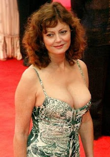 Susan Sarandon w żle dobranym staniku. Susan Sarandon in a badly fitted bra.