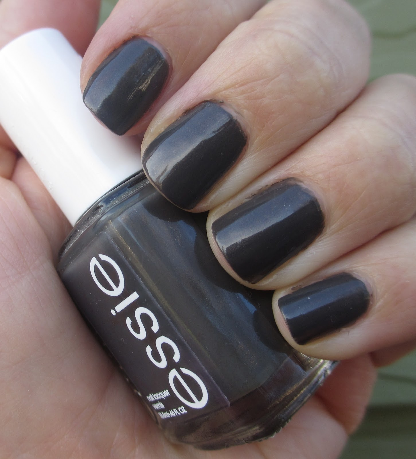 Cha Cha Cakes Nails: Essie Armed and Ready
