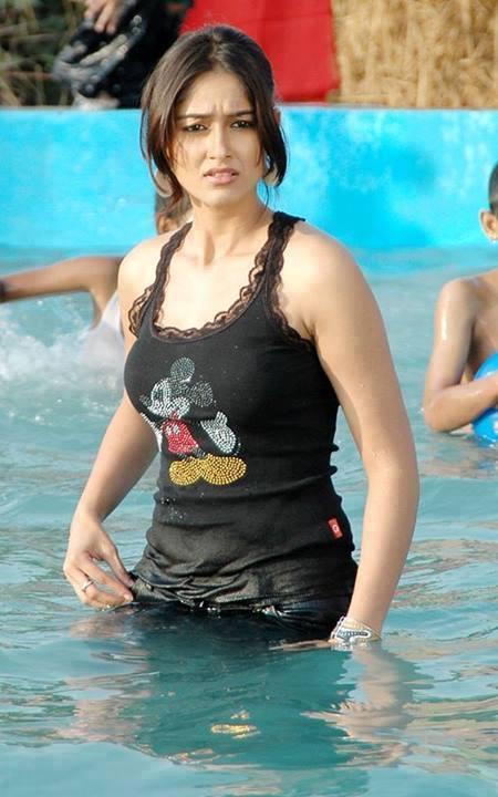 Hot Ileana D'Cruz Pool Image