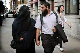 Apa saja Hak Suami yang merupakan Kewajiban Istri Menurut Al-Qur'an Dan Hadist