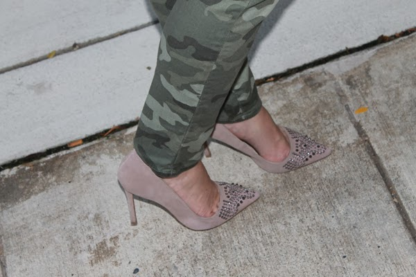 Gap camo skinny jeans, Forever 21 crocheted top, shoemint heels