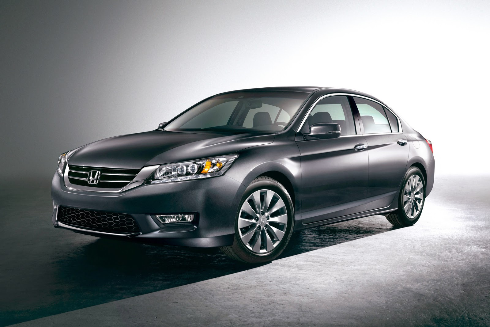 redesign the honda accord hybird last year 2015