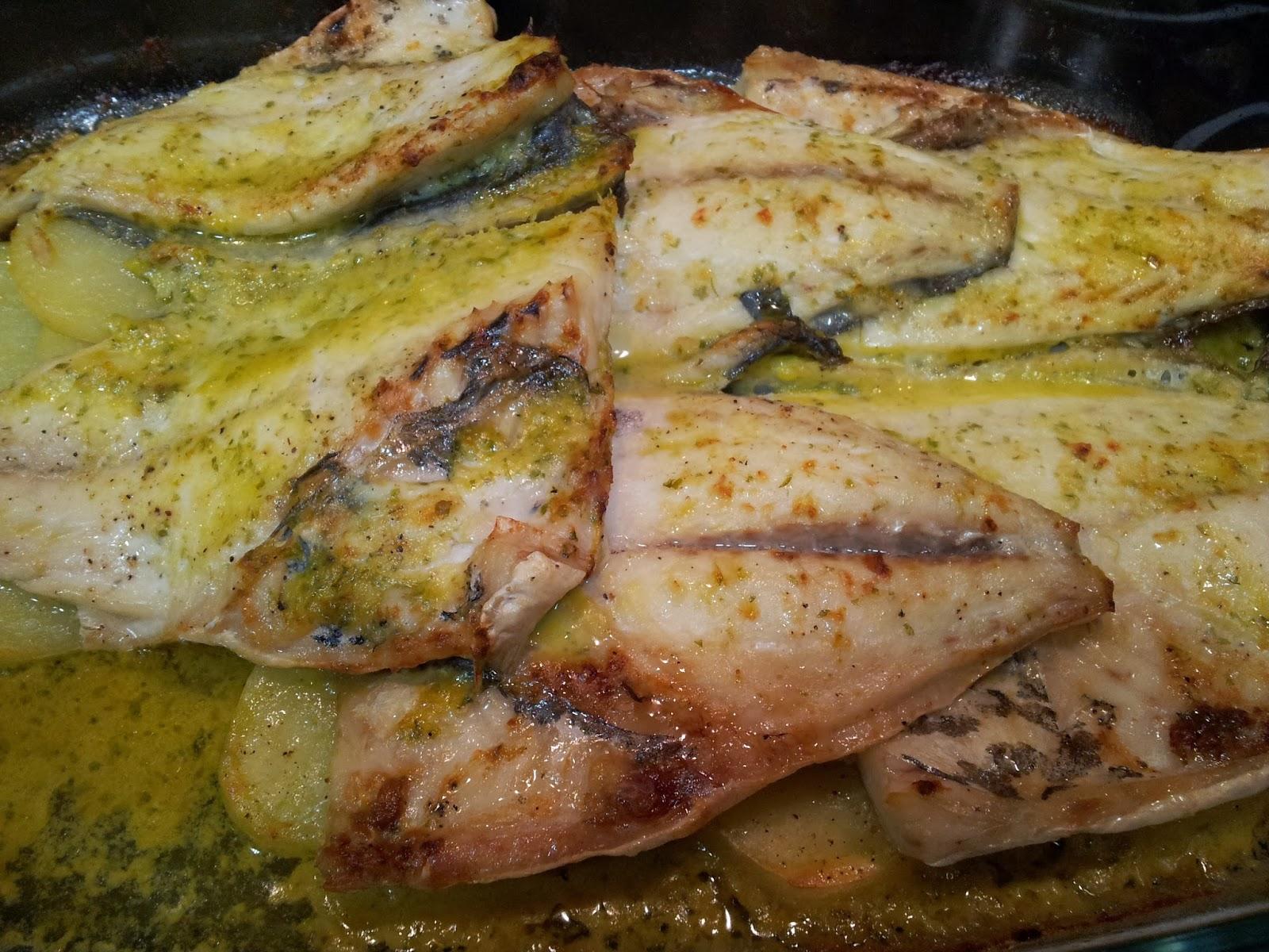 Cocinar entre libros dorada al horno con salsa verde for Cocinar xarda al horno