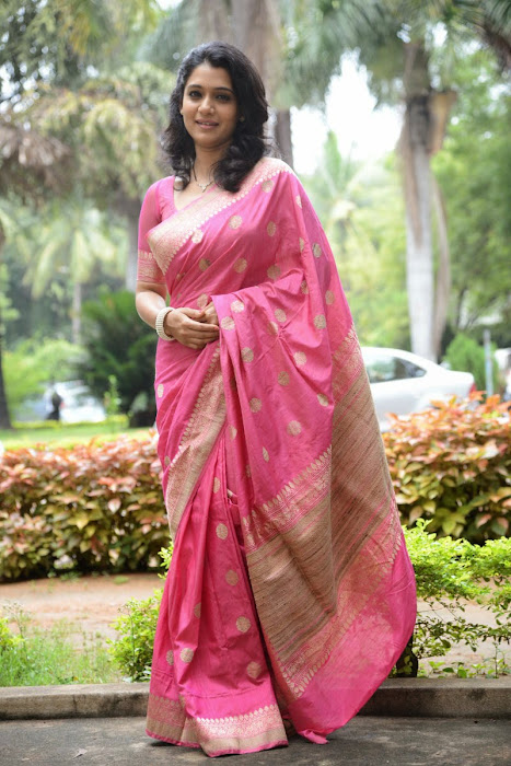 urmila gorgeous looking shoot in pink saree hot photoshoot