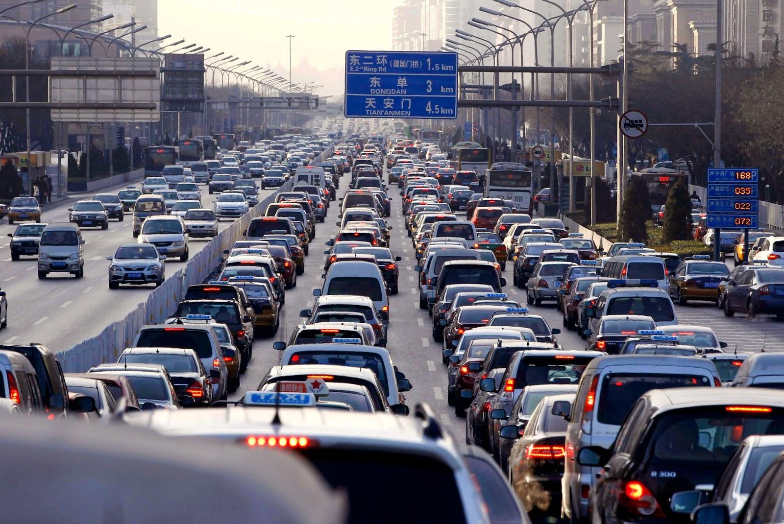 Tips Aman Berkendara Dengan Mobil Saat Macet