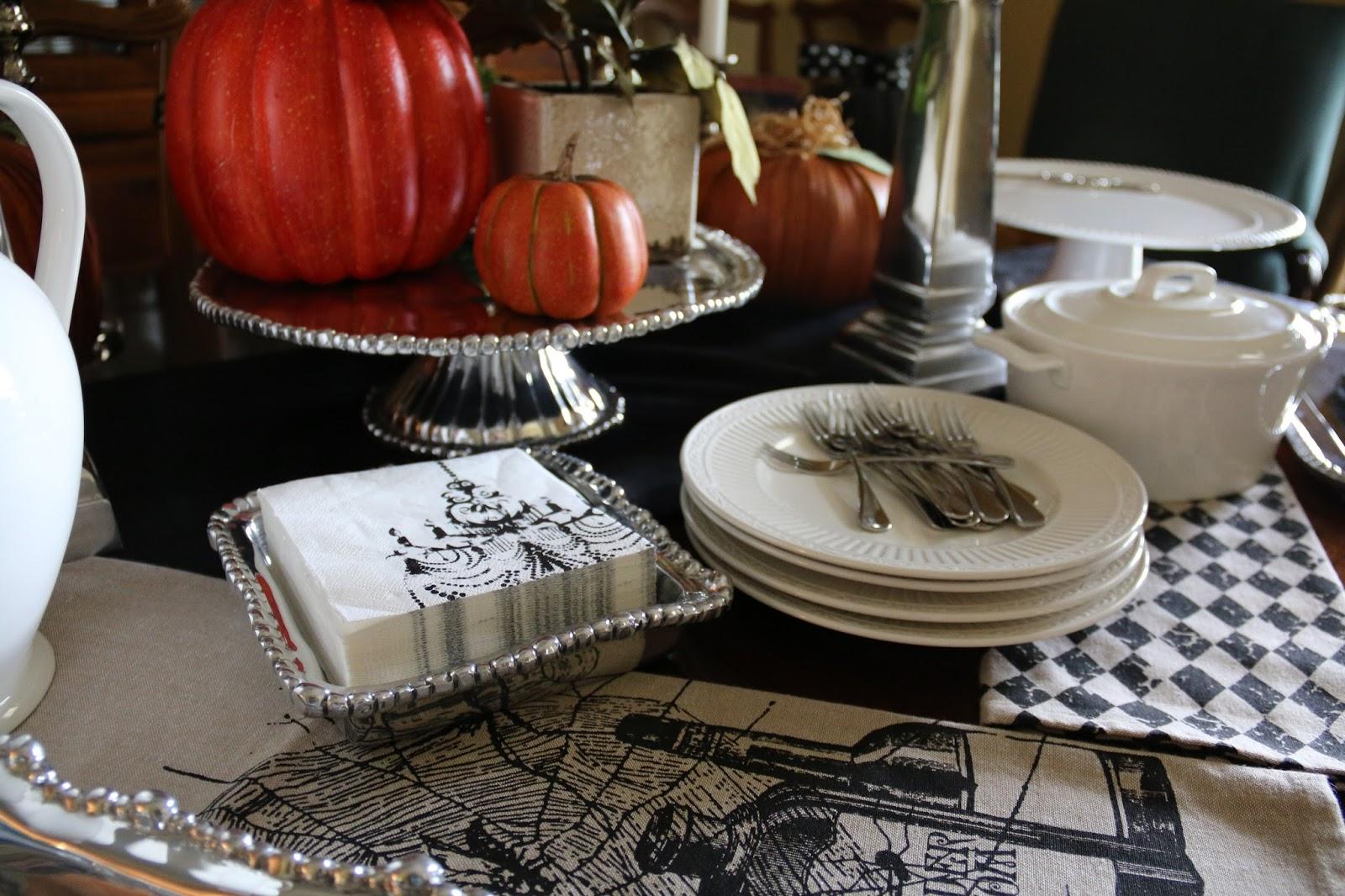 Halloween buffet table - Halloween Tablescape