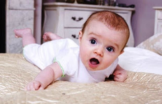 Foto Bayi Lucu Menggemaskan Usia 4 Bulan