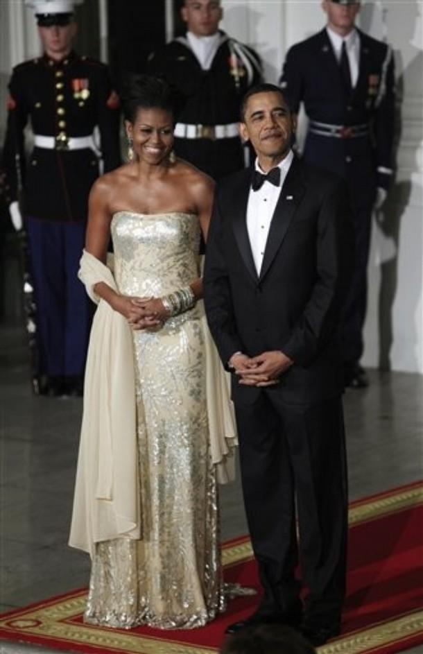 http://2.bp.blogspot.com/-kWSpkR3giqE/TeKSjWZkkVI/AAAAAAAAAmw/dTBmo3pRMaU/s1600/Michelle-Obama-Naeem-Khan-Dress-1.jpg