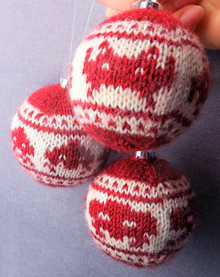 Knitted Space Invaders christmas ornaments by Morrgan