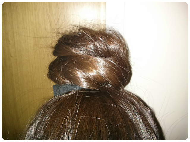 Day 2 hair, scrunchie for healthy hair, L'oreal ever riche shampoo and conditioner, organix macadamia hair oil