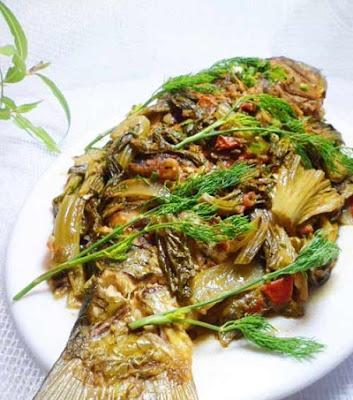 Cá chép om dưa cải