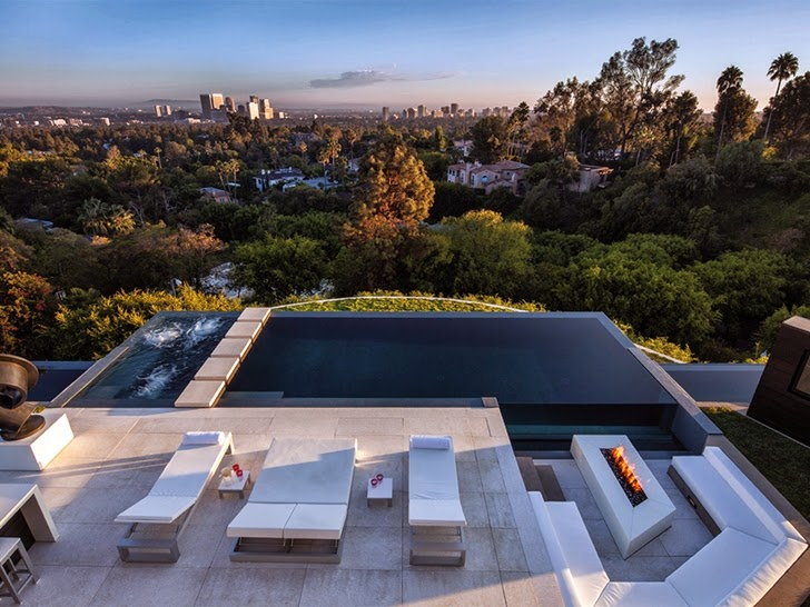 Terrace and swimming pool in Perfect modern mansion in Beverly Hills